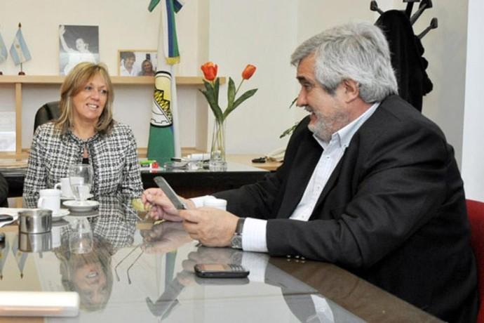 Artero, la intendente de Rawson, con Di Filippo, secretario de Gobierno.