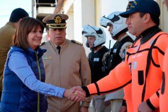 Revista Puerto - Patricia Bullrich en el Guardacostas Derbes 00