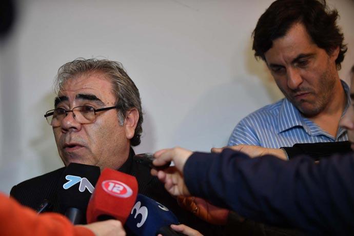 """Paz y Awstin con los tapones de punta contra el """"gordo"""" cegetista."""