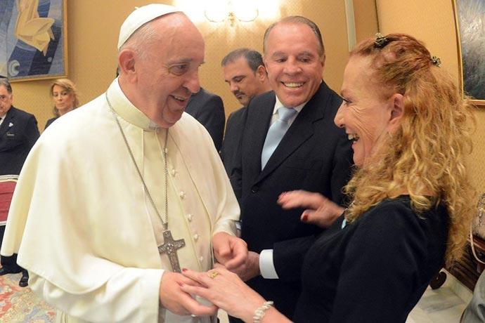 El Papa Francisco con Alicia Barrios 01