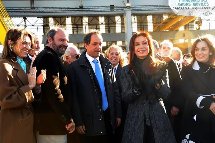 Revista Puerto - Horacio Tettamanti con Scioli y Cristina Kirchner