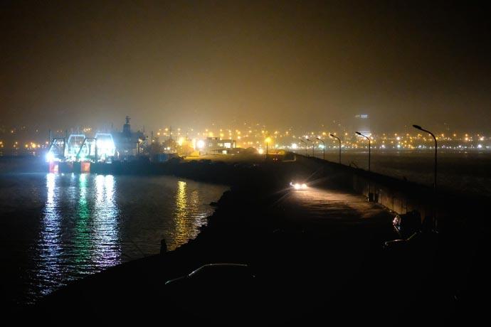 Revista Puerto - Entrada al puerto marplatense a oscuras 01