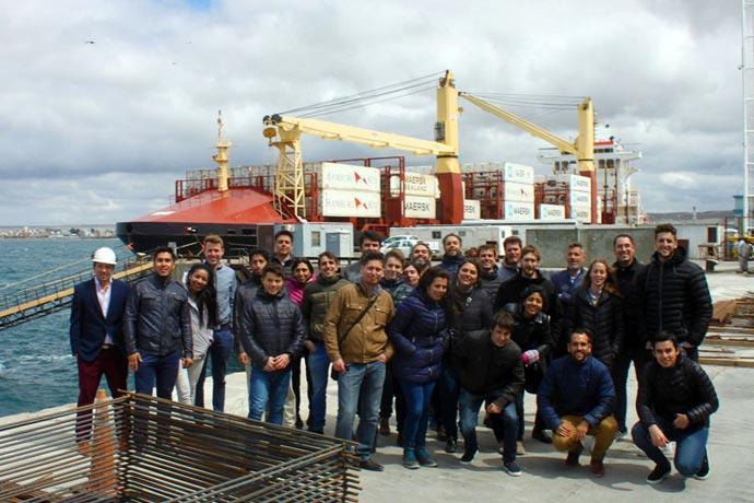 Revista Puerto - Encuentro de ingenieros portuarios 04