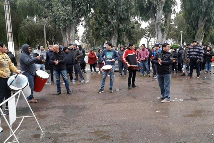 Revista Puerto - Marcha de trabajadores de Food Arts en Madryn