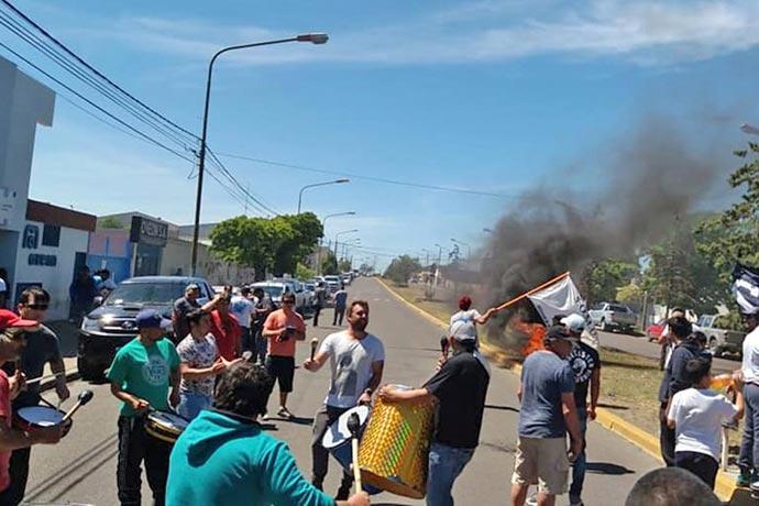 Revista Puerto - Protesta de marineros en Rawson 01