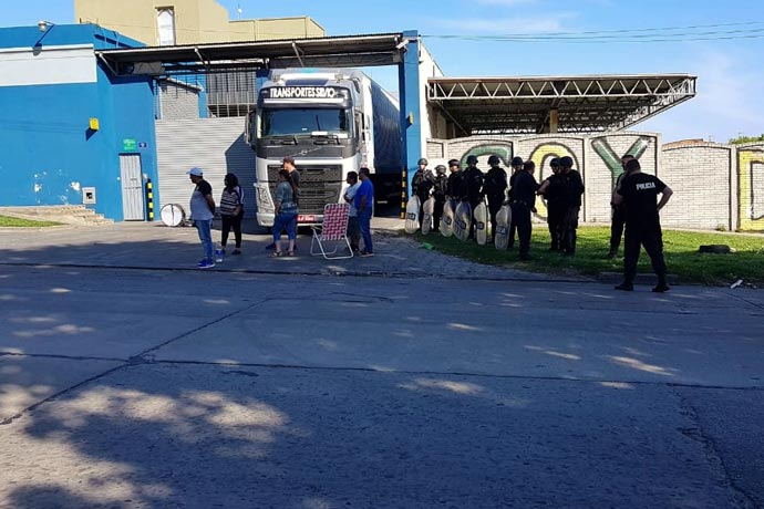 Revista Puerto - Protesta por despidos en Sur Trade 01
