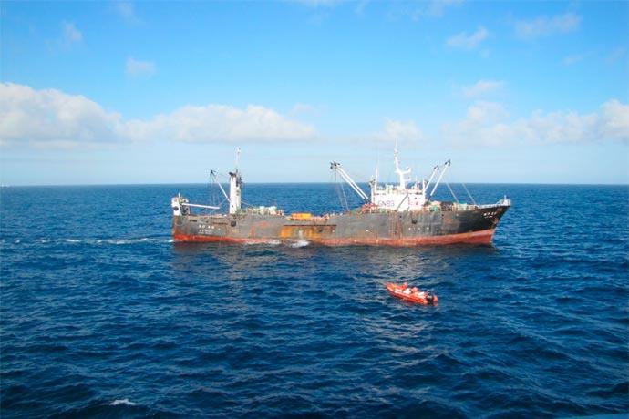 Revista Puerto - Capturan pesquero surcoreano 02