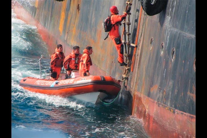 Revista Puerto - Capturan pesquero surcoreano 04