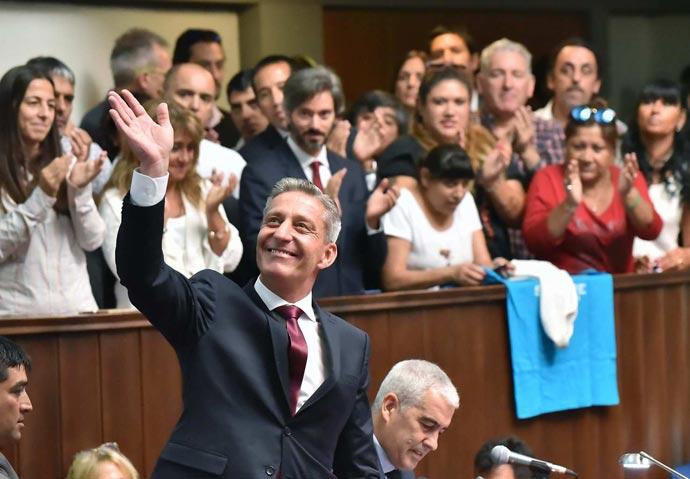 Revista Puerto - Gobernador de Chubut Mariano Arcioni