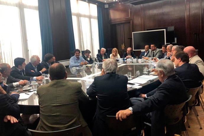 Revista Puerto - Sin acuerdo entre armadores e industria naval