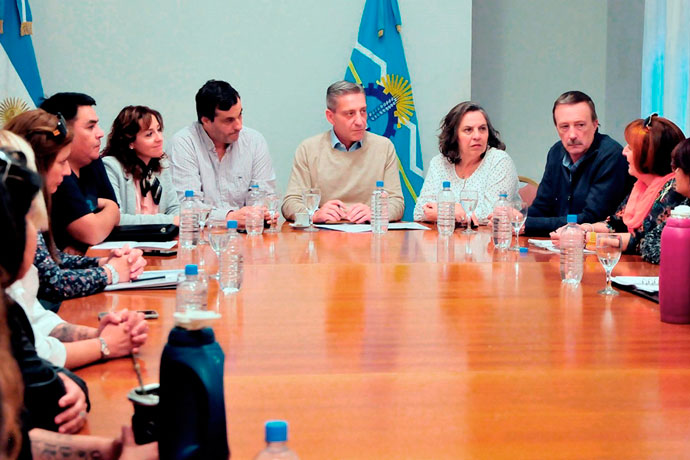 Revista Puerto - Chubut - Mariano Arcioni con marineras del SOMU 01
