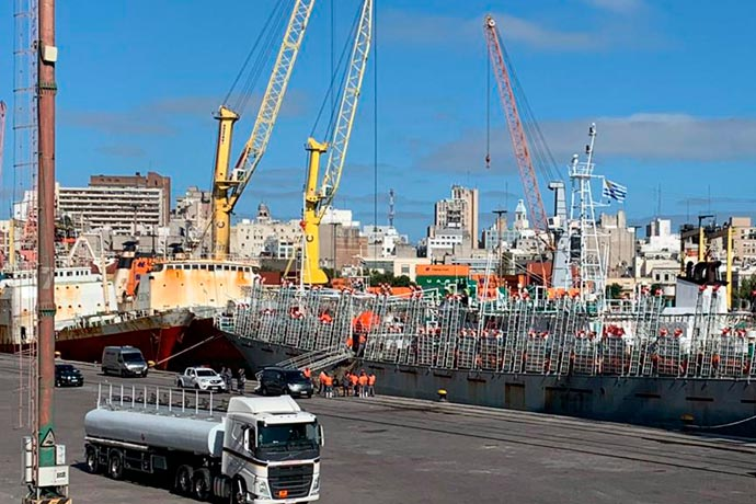 Revista Puerto - Desembarcan otro muerto en Montevideo 04
