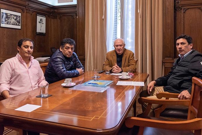 Revista Puerto - Dirigentes del SOMU en la AGN con Oscar Lamberto