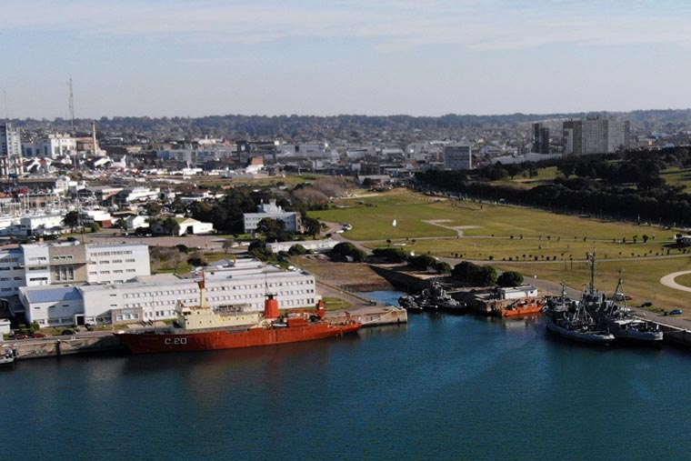 Revista Puerto - Amarradero Base Naval - 04