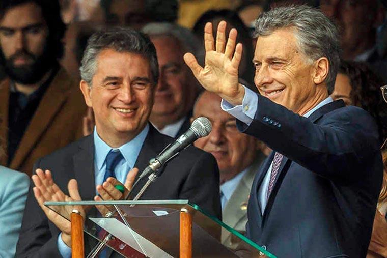 Revista Puerto - Ministro Miguel Etchebehere y presidente Mauricio Macri