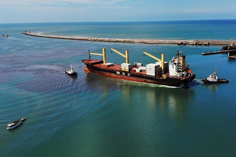 Revista Puerto - Portacontenedores en Mar del Plata