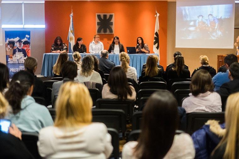 Revista Puerto - Congreso de Mujeres Maritimas - 02