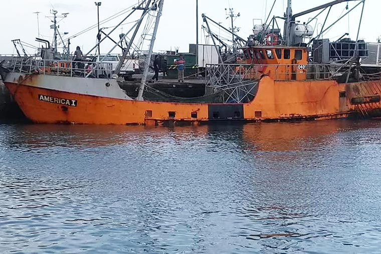Revista Puerto - BP America entrando a puerto con aparente sobrecarga