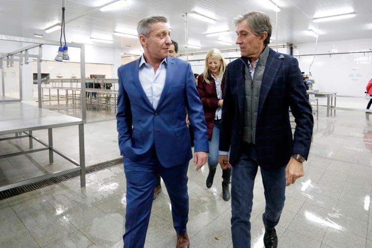 Revista Puerto - Gobernador de Chubut Mariano Arcioni con Alvarez Castellano de Conarpesa