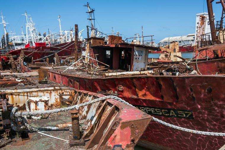 Revista Puerto - Buques a desguace en el varadero - 04