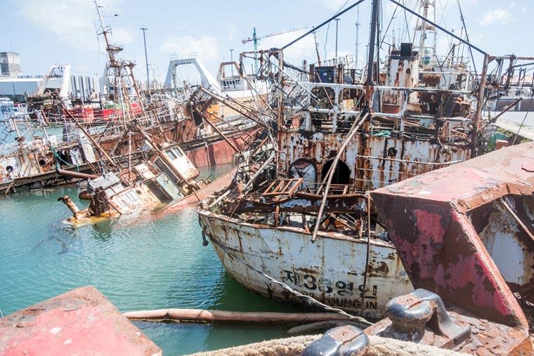Revista Puerto - Buques a desguace en el varadero - 05
