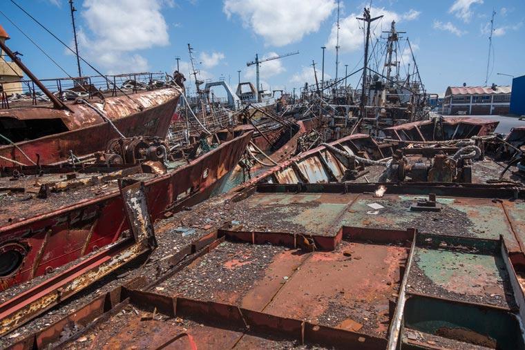 Revista Puerto - Buques a desguace en el varadero - 06