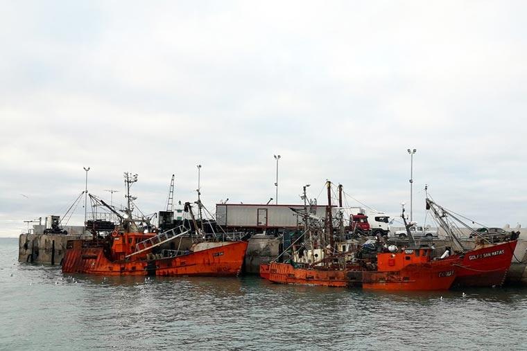 Revista Puerto - Pretenden cobrar tasa a pesqueros marplatenses - 02