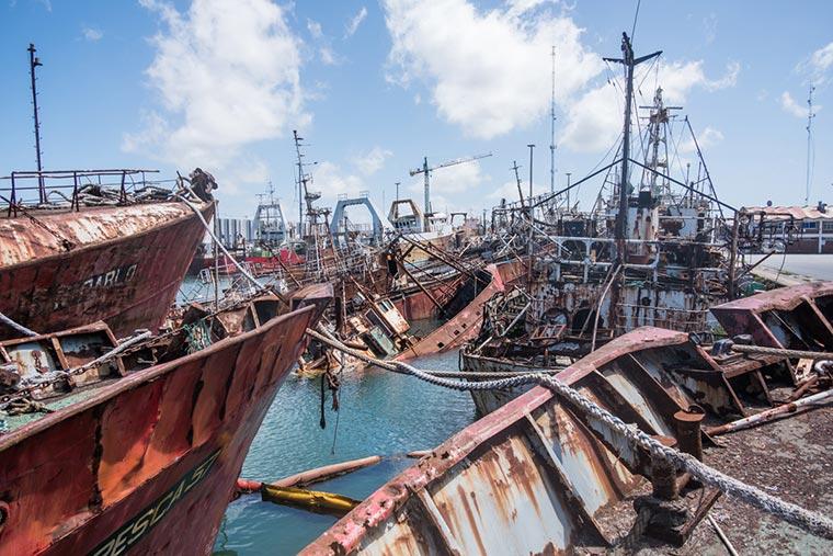 Revista Puerto - Mar del Plata - Barcos a desguace - 02