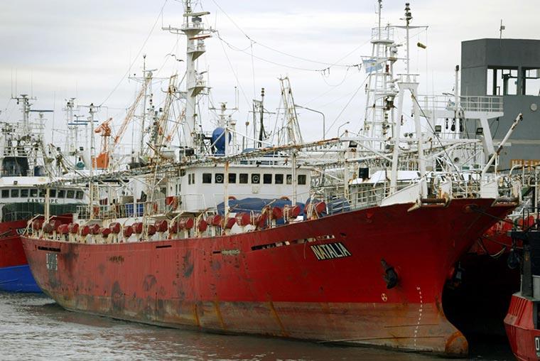 El potero Natalia volvió a puerto por un marinero que tuvo fiebre