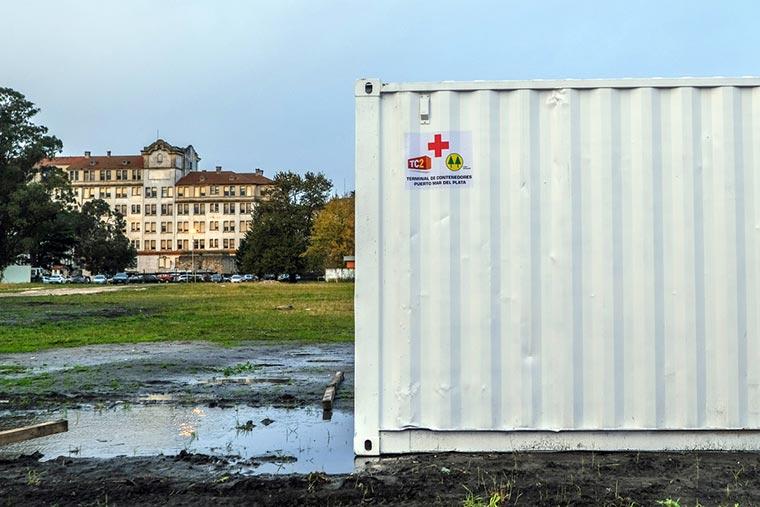 Entregan contenedores del puerto para depósito en hospital modular de Covid-19