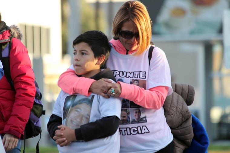 Revista Puerto - Repunte - Esposa e hijos de Marcelo Islas - 02