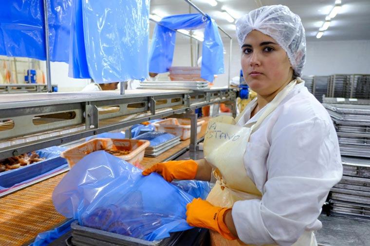 Chubut: Evalúan reducir la producción de langostino en bloque