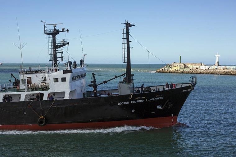 El Holmberg tiene fecha de zarpada y en noviembre llega el nuevo buque del INIDEP