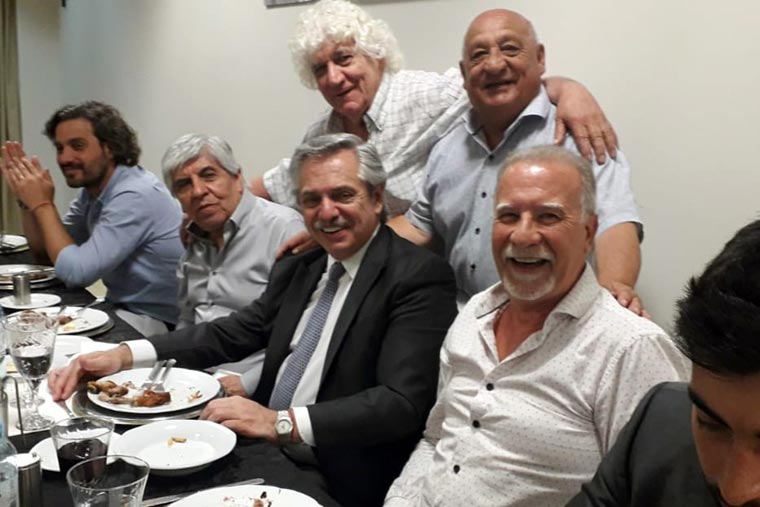 Revista Puerto - Presidente Alberto Fernandez con Raul Durdos y otros dirigentes gremiales