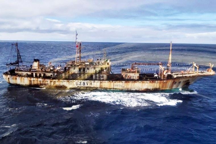 Revista Puerto - Pesca ilegal en el Atlantico Sur - 02