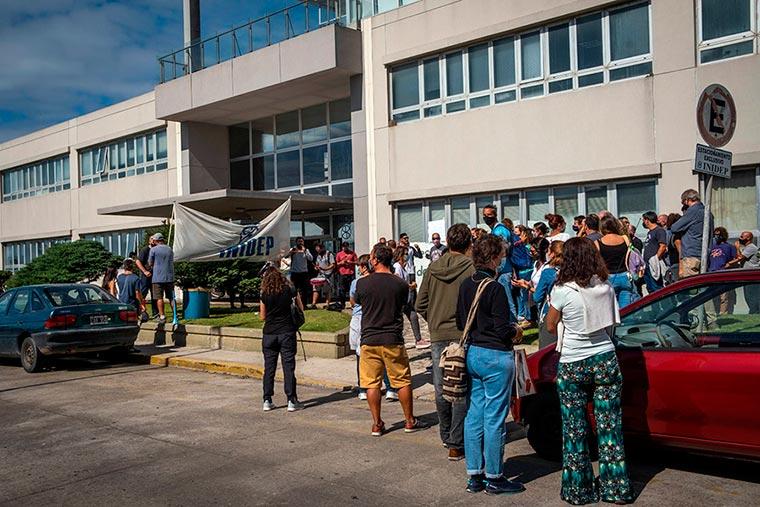 Revista Puerto - INIDEP - Protesta del personal - 03