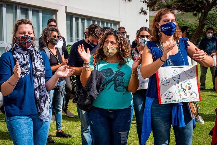 Revista Puerto - INIDEP - Protesta del personal - 05