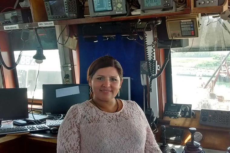 Revista Puerto - Capitan de Pesca Nancy Jaramillo
