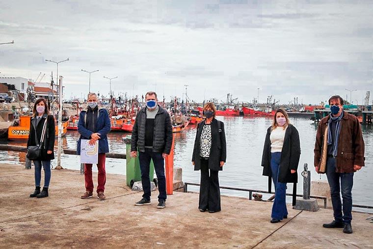 Revista Puerto - Mar del Plata - Firman convenio de llamado a concurso de ideas para remodelar la Banquina Chica - 02
