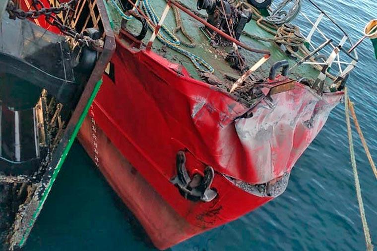 Revista Puerto - Puerto Madryn - BP Florida Blanca choca contra muelle Storni - 02