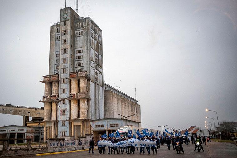 Revista Puerto - Mar del Plata - Marcha de obreros navales - 02