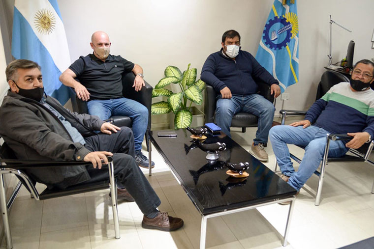 Revista Puerto - Chubut - Sastre con gremialistas del STIA